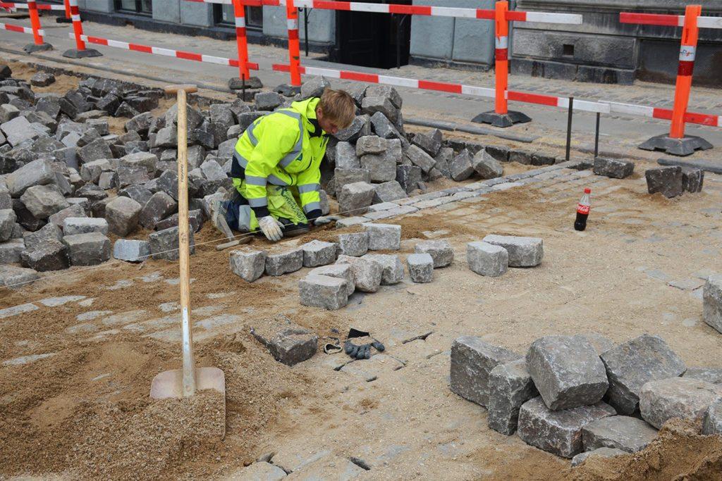 Brolægger Roskilde, medarbejder arbejder